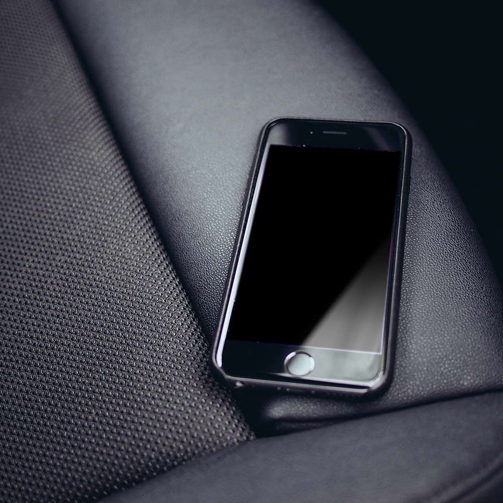 Free PSD iPhone 6 Mockup On Leather Seat