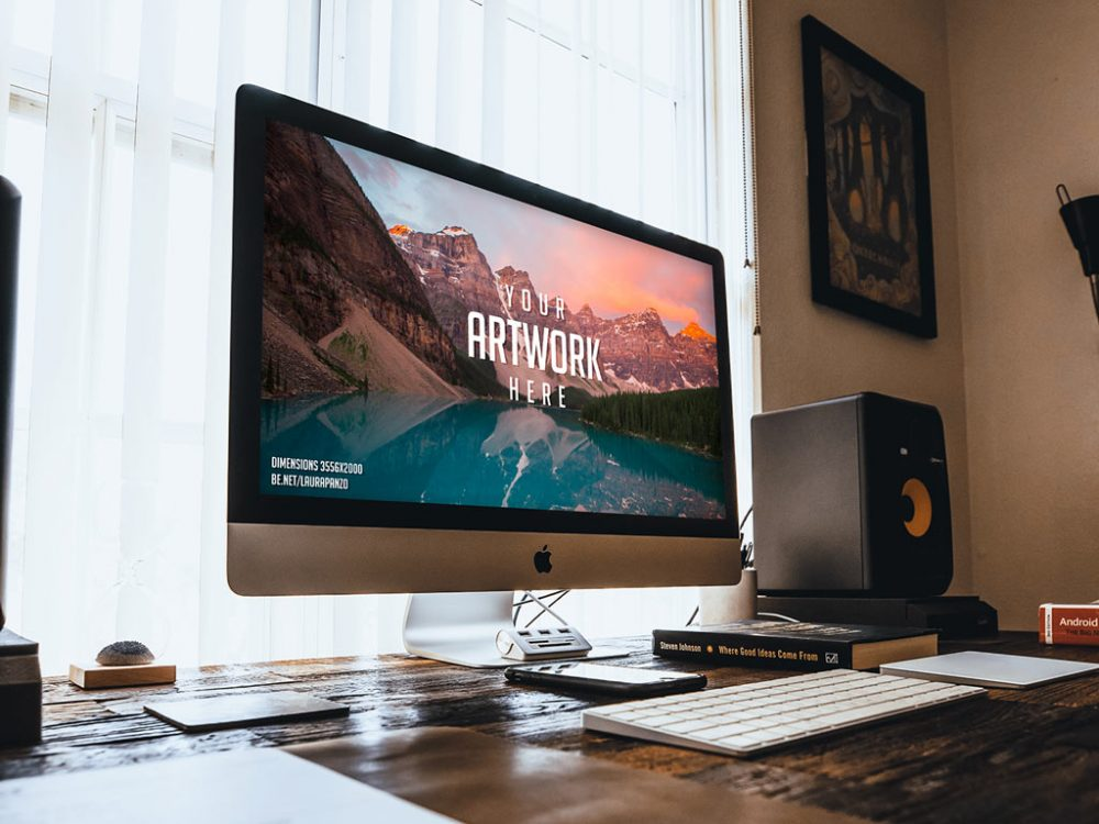 free imac on wooden desk mockup psd