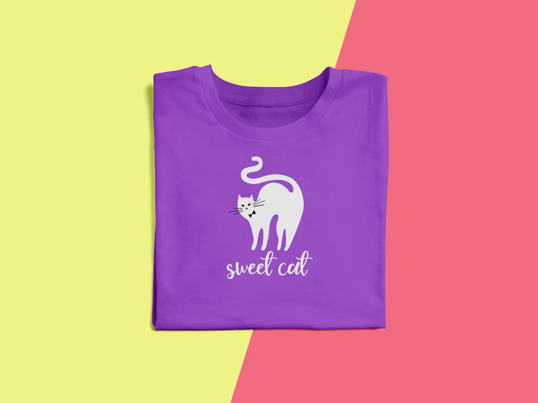 free round neck folded t-shirt mockup psd