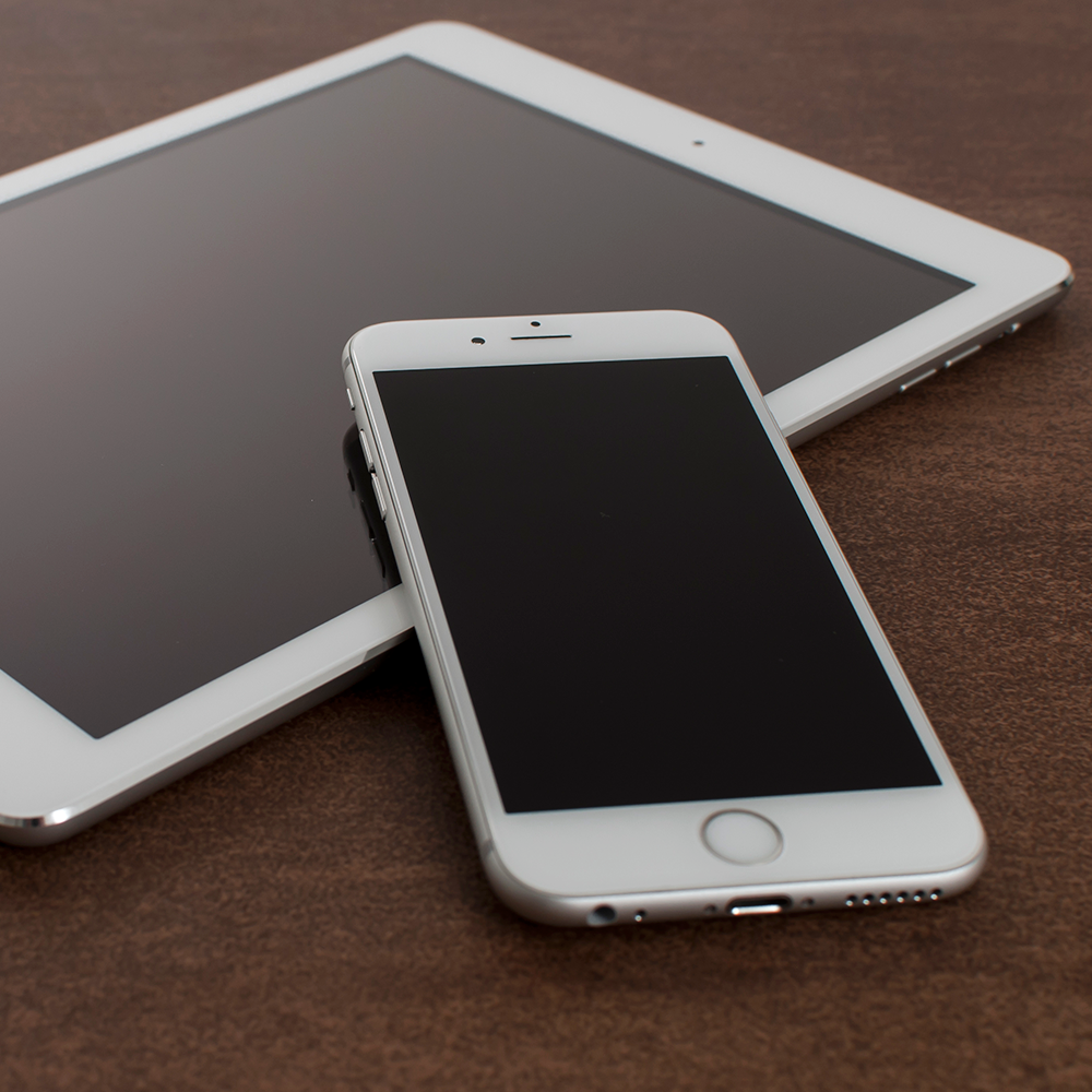 Free PSD iPhone 6 Mockup With iPad