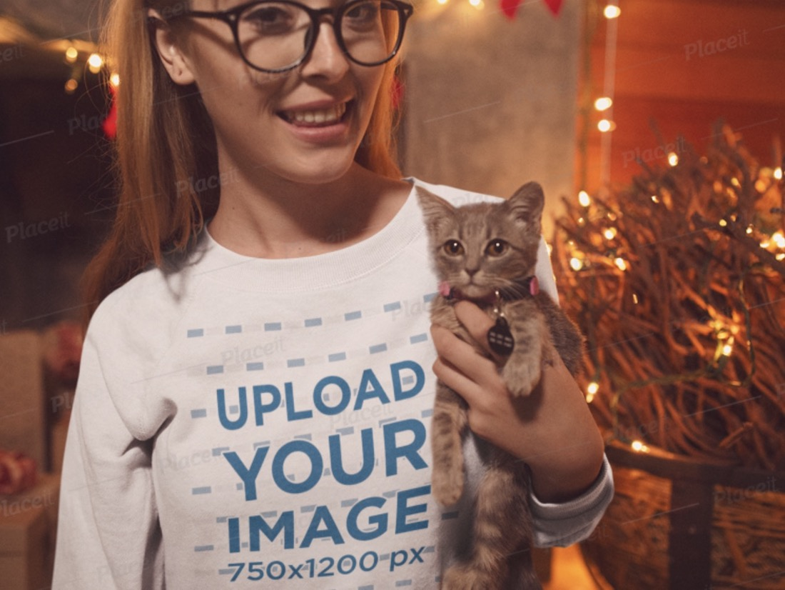 sweatshirt mockup of a woman cuddling with her cat